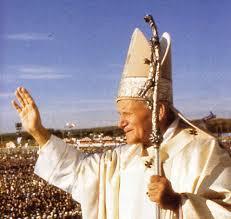 PapaGiovanni%2520PaoloIIbenedizione1letteraartisti Giovanni Paolo II sarà beato il 2 aprile 2010   video: Grazie, Giovanni Paolo II