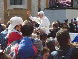 %name Il Papa: La società valorizzi la missione delle famiglie e delle donne
