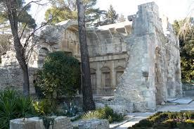 http://tbn3.google.com/images?q=tbn:dABzeSIIPmUaFM:http://www.evous.fr/IMG/jpg/temple-de-diane.jpg